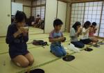 江古田地区まつり2015こどもまつりお茶体験